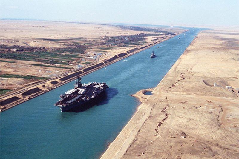 การปิดกั้น คลอง สุเอซหยุดการสัญจรของเรือจำนวน 9.6 พันล้านดอลลาร์ต่อวันการคำนวณด้านหลังของซองจดหมายแสดงให้เห็นว่าการจราจรทางทะเล