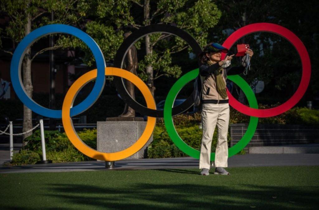 เกาหลีใต้เริ่มฉีดวัคซีน โควิดให้นักกีฬาโดยรวมแล้วมากกว่า 900 คนจากคณะผู้แทนของเกาหลีใต้จะได้รับการฉีดวัคซีน นักกีฬาและโค้ชชาวเกาหลีใต้ประมาณ