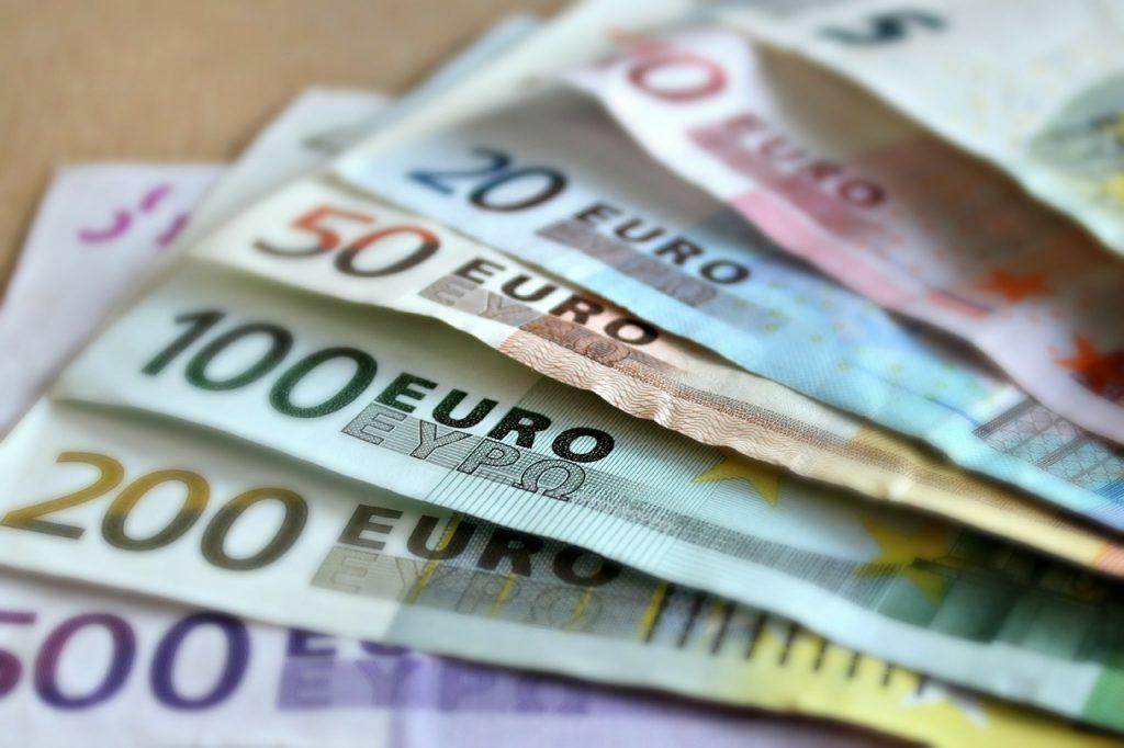 เศรษฐกิจยุโรปหดตัว เมื่อสหรัฐฯและจีนฟื้นตัวขึ้นข้างหน้า ยุโรปมีการเติบโตทางเศรษฐกิจที่หดตัวลงในไตรมาสที่สองติดต่อกันเนื่องจากการหยุดชะงัก
