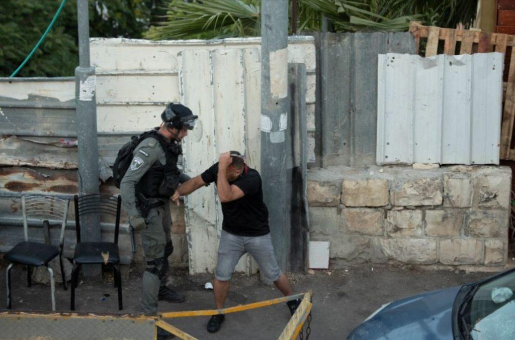 ตำรวจอิสราเอลโจมตี ชาวปาเลสไตน์ สภาเสี้ยววงเดือนแดงปาเลสไตน์กล่าวว่านักวิ่ง 23 คนได้รับบาดเจ็บเมื่อตำรวจอิสราเอลยิงแก๊สน้ำตาและระเบิด