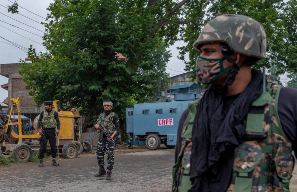 กองทหารอินเดีย สังหารผู้ต้องสงสัยกบฏกบฏในการโจมตีแคชเมียร์ ผู้ต้องสงสัยก่อกบฏ 3 รายในเหตุกราดยิงในแคชเมียร์ของอินเดีย เจ้าหน้าที่ระบุ ก่อให้