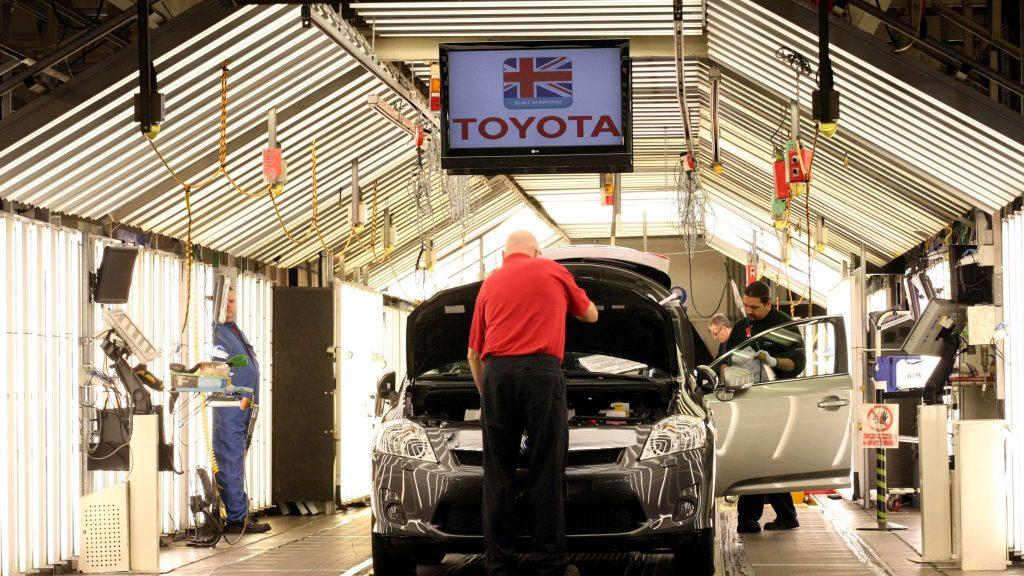 Toyota ลดการผลิตเนื่องจากประสบปัญหา โตโยต้าจะลดการผลิตลง 40% ในเดือนหน้า เนื่องจากจะกลายเป็นผู้ผลิตรถยนต์รายล่าสุดที่ได้รับผลกระทบจากปัญหา