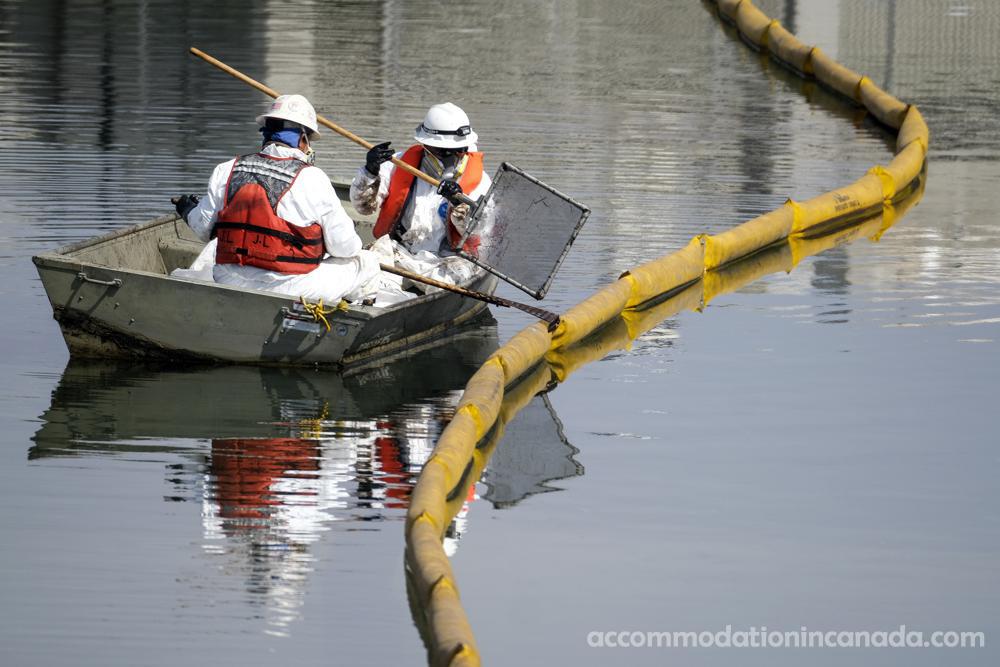 Report การรั่วไหลของน้ำมันในแคลิฟอร์เนีย หน่วยยามฝั่งสหรัฐได้รับรายงานครั้งแรกของการรั่วไหลของน้ำมันที่อาจเกิดขึ้นนอกชายฝั่งแคลิฟอร์เนียตอนใต้